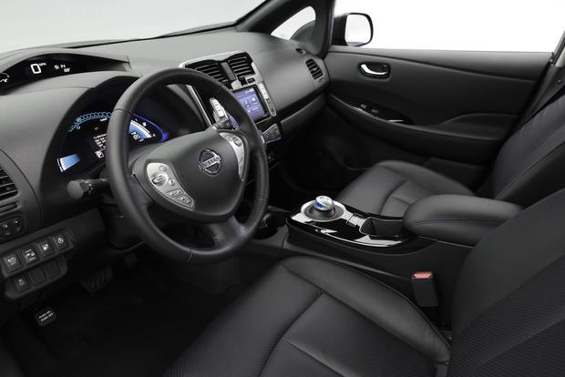 2013 Nissan Leaf: New Car Review featured image large thumb5