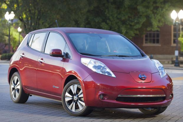 2015 Nissan Leaf: New Car Review featured image large thumb3