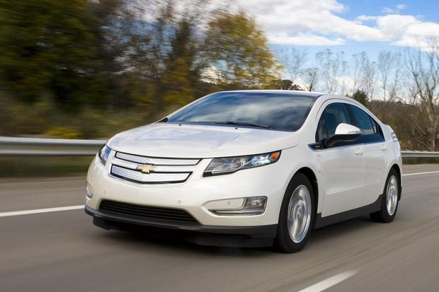 2017 Nissan Leaf Vs Chevrolet Volt Which Is Better Featured Image Large