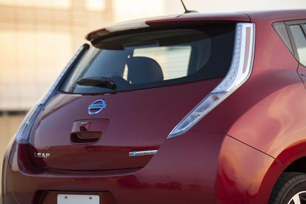 2014 Nissan Leaf vs. 2014 Chevrolet Volt: Which Is Better? featured image large thumb2