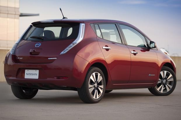 2014 Nissan Leaf vs. 2014 Chevrolet Volt: Which Is Better? featured image large thumb6