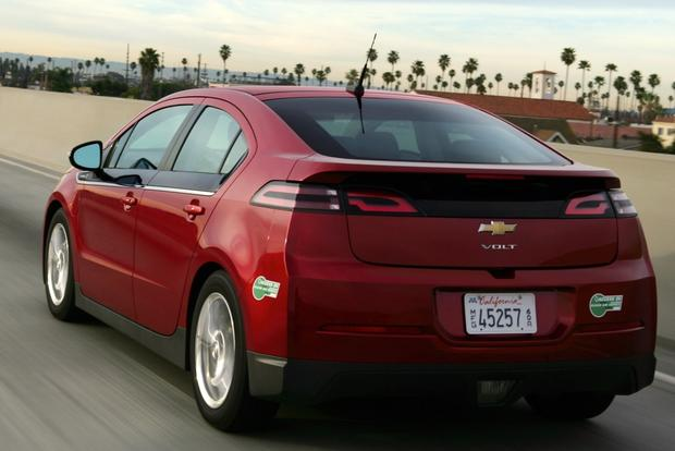 2014 Nissan Leaf vs. 2014 Chevrolet Volt: Which Is Better? featured image large thumb7