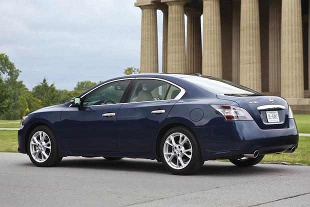 2014 vs. 2016 Nissan Maxima: What's the Difference? featured image large thumb5