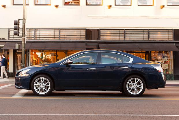 2014 vs. 2016 Nissan Maxima: What's the Difference? featured image large thumb9