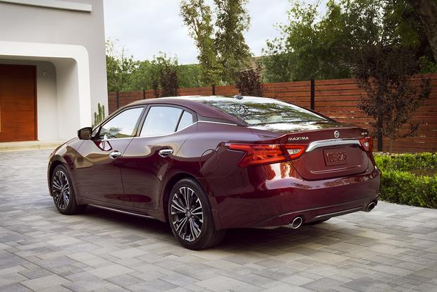 2015 Nissan Maxima >> 2014 Vs 2016 Nissan Maxima What S The Difference Autotrader