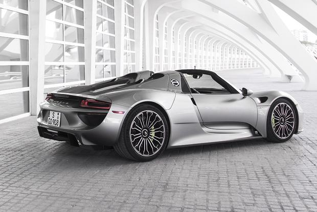 2015 porsche 918 spyder overview featured image large thumb1 - Porsche 918 Spyder 2015
