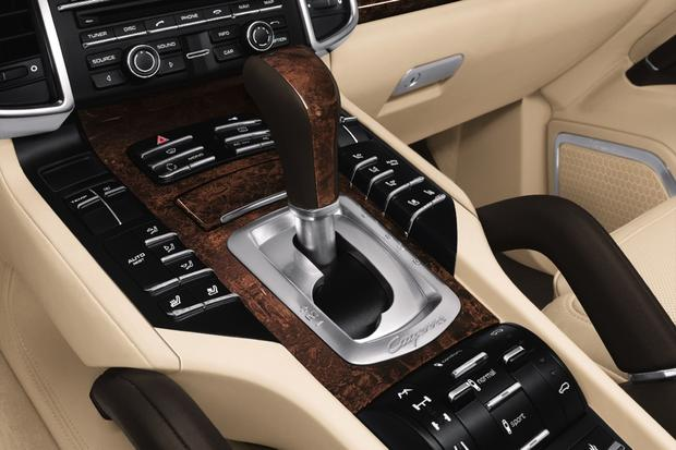 2013 Porsche Cayenne: OEM Image Gallery featured image large thumb6