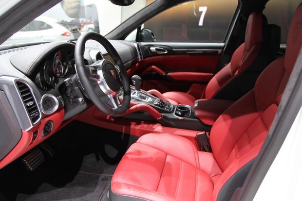 2014 porsche cayenne turbo s detroit auto show featured image large thumb11 - 2014 Porsche Cayenne Turbo S Interior