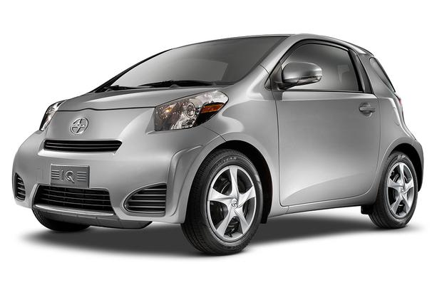 2017 Smart Fortwo Vs Scion Iq Which Is Better Featured Image Large