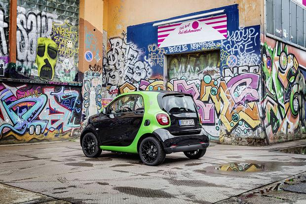 2017 smart fortwo Electric Drive: First Drive Review featured image large thumb3