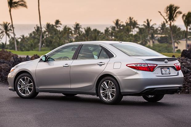 2015 Subaru Legacy vs. 2015 Toyota Camry: Which Is Better? featured image large thumb4