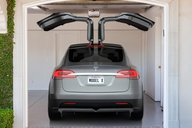 Tesla Model X Will Officially Launch in Early 2015 featured image large thumb0