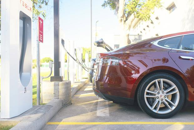 2015 Tesla Model S: New Car Review featured image large thumb5