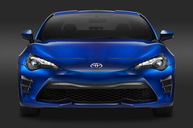 2016 Scion FR-S vs. 2017 Toyota 86: What's the Difference? featured image large thumb4