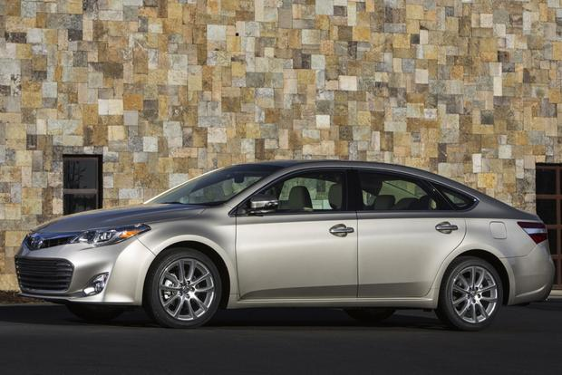 2013 Toyota Avalon: New vs. Old featured image large thumb2