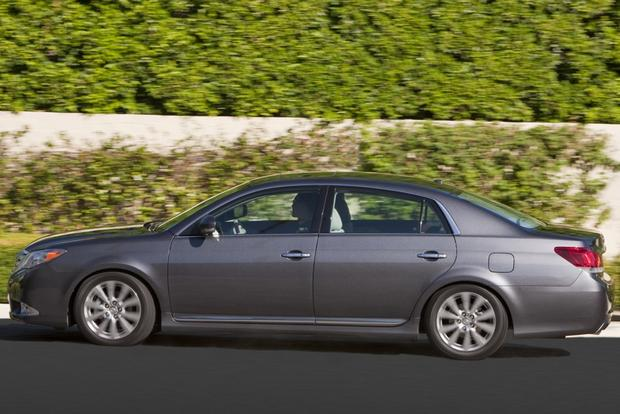 2013 Toyota Avalon: New vs. Old featured image large thumb3