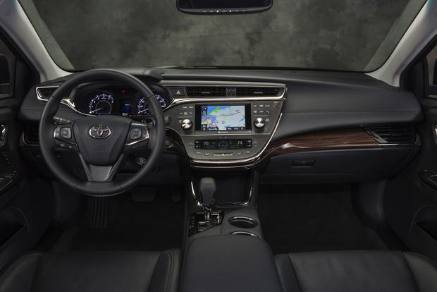 2013 Toyota Avalon: New vs. Old featured image large thumb4