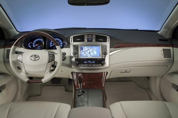 2013 Toyota Avalon: New vs. Old featured image large thumb5