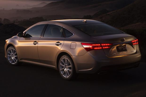 2013 Toyota Avalon: New vs. Old featured image large thumb6