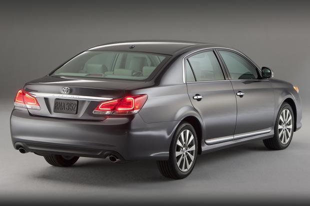 2013 Toyota Avalon: New vs. Old featured image large thumb7