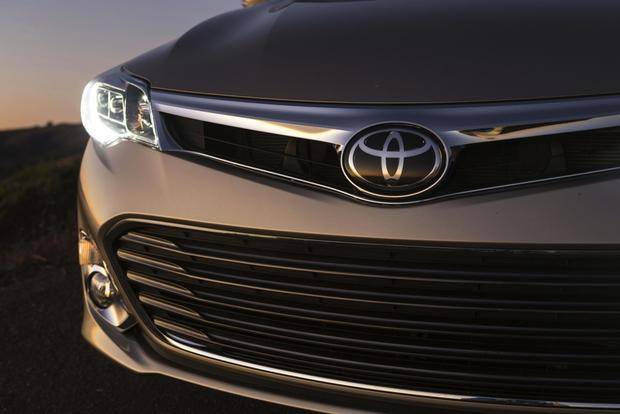 2013 Toyota Avalon: OEM Image Gallery featured image large thumb3