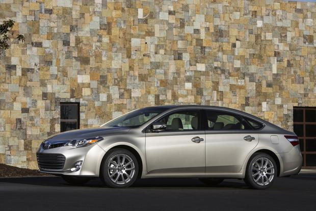2013 Toyota Avalon: OEM Image Gallery featured image large thumb4