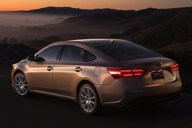 2016 Toyota Camry vs. 2016 Toyota Avalon: What's the Difference
