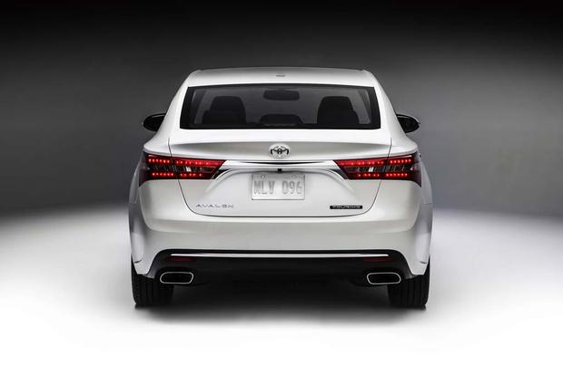 2016 Toyota Avalon Hybrid New Car Review Featured Image Large Thumb4