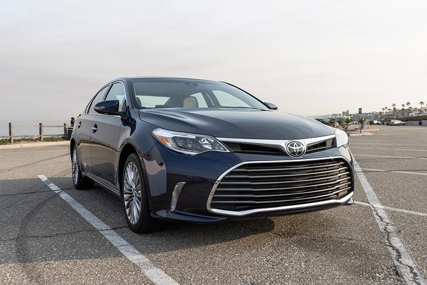 2017 Toyota Avalon New Car Review Featured Image Large Thumb1
