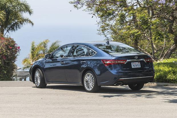 2017 Toyota Avalon New Car Review Featured Image Large Thumb3