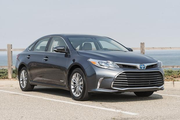 2017 Toyota Avalon Hybrid: New Car Review featured image large thumb1