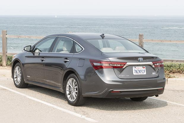 2017 Toyota Avalon Hybrid New Car Review Featured Image Large Thumb2