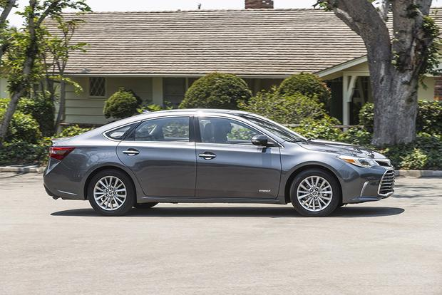 2017 Toyota Avalon Hybrid: New Car Review featured image large thumb3