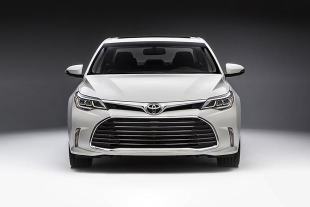 2018 Toyota Avalon: New Car Review featured image large thumb1