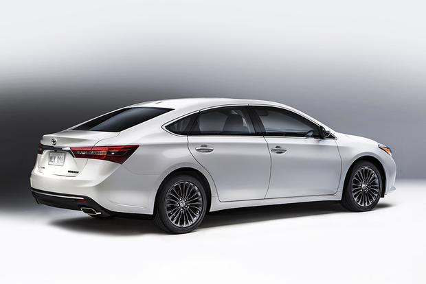 2018 Toyota Avalon New Car Review Featured Image Large Thumb3