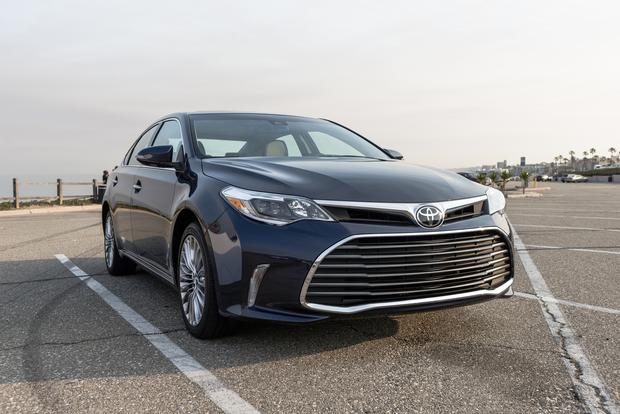 2018 Toyota Avalon Hybrid: New Car Review featured image large thumb1