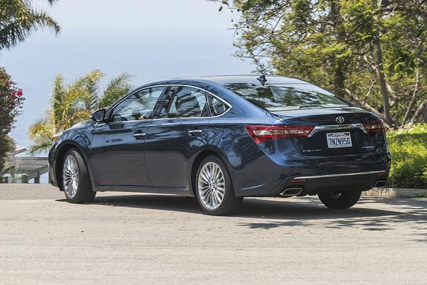 2018 Toyota Avalon Hybrid: New Car Review featured image large thumb3
