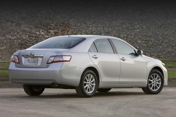 2007-2011 Toyota Camry Hybrid: Used Car Review featured image large thumb1