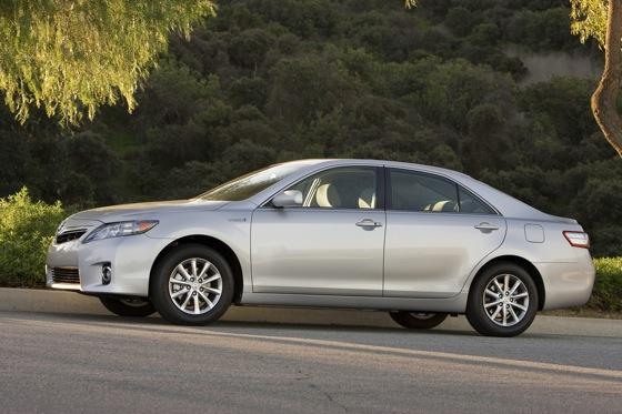 2007-2011 Toyota Camry Hybrid: Used Car Review featured image large thumb2