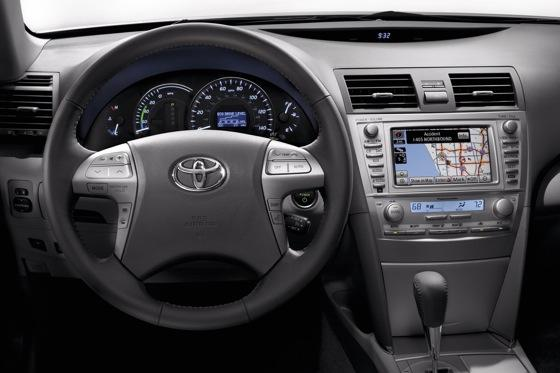 2007-2011 Toyota Camry Hybrid: Used Car Review featured image large thumb12