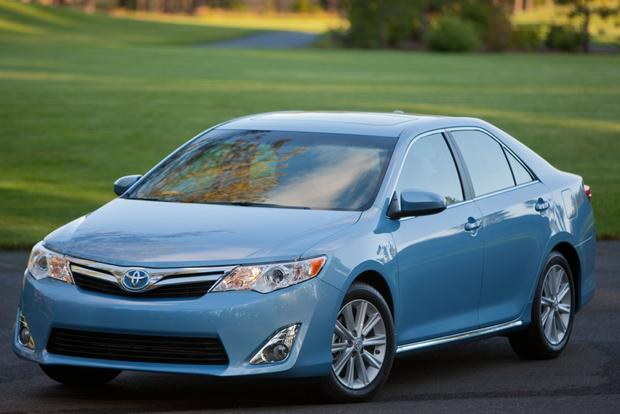 2013 Toyota Camry: Trim Level Comparison featured image large thumb2