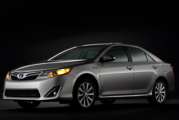 2013 Toyota Camry: Trim Level Comparison featured image large thumb4