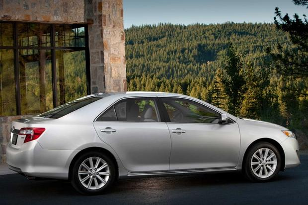 2013 Toyota Camry: Trim Level Comparison featured image large thumb3