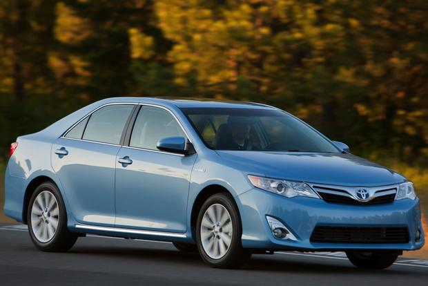 2014 Toyota Camry Hybrid: New Car Review featured image large thumb2