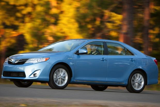2014 Toyota Camry Hybrid: New Car Review featured image large thumb3