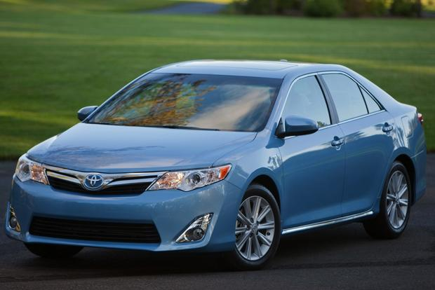 2014 Toyota Camry: Used Car Review featured image large thumb2