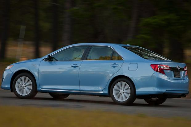 2014 Toyota Camry Hybrid: New Car Review featured image large thumb4