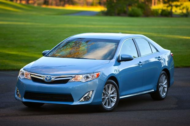 2014 toyota camry hybrid new car review autotrader. Black Bedroom Furniture Sets. Home Design Ideas