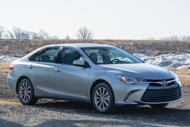 2014 vs. 2015 Toyota Camry: What's the Difference? featured image large thumb0