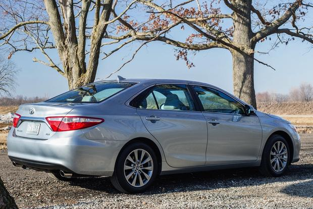 2014 vs. 2015 Toyota Camry: What's the Difference? featured image large thumb5